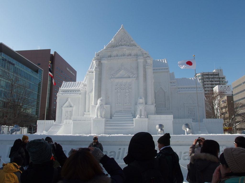 さっぽろ雪祭りのタイの寺院